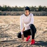 Siapa bilang gaya sporty hanya untuk mereka yang tidak berhijab? Kamu para hijaber juga bisa tampil sporty, namun aurat tetap tertutup. Yuk, cek rekomendasi sweater dan jaket Nike terkeren dari BP-Guide untuk kamu yang berhijab.