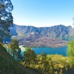 Pilihan untuk menikmati keindahan alam Indonesia memang tak ada habisnya. Mulai dari keindahan gunung, pantai, hutan, dan sebagainya. Beberapa daerah di Indonesia memiliki taman nasional yang wajib Anda kunjungi. Selain memanjakan mata, pengetahuan Anda tentang flora dan fauna di Indonesia pun akan semakin meningkat.