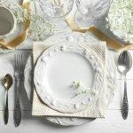 友人の結婚祝いには、おしゃれな食器を贈ることをおすすめします。食器は生活必需品でいくらあっても喜ばれるため、結婚祝いに最適です。そこで、2018年最新情報をもとに、日常使いできる商品からティファニーなど憧れのブランド商品まで、プレゼントにぴったりな食器を紹介します。見た目も華やかな、結婚祝いに喜ばれる食器を厳選しましたのでぜひ参考にしてください。