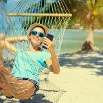 Biasanya yang paling dikhawatirkan saat liburan ke pantai adalah smartphone yang tiba-tiba terkena air. Padahal perlu sekali mengabadikan momen melalui jepretan smartphone. Agar smartphone tak terkena air, coba pakai gadget pouch dan simak rekomendasi dari BP-Guide.