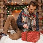 クリスマスは、仲のよい男友達に感謝の気持ちをこめてプレゼントを贈るよい機会です。今回は、4000円で購入できる男友達に喜ばれるクリスマスプレゼントランキング【2019年最新版】をご紹介します。実用性のあるネクタイピンやボールペン、イヤホンなど幅広い商品を厳選しました。ぜひ、参考にしてください。