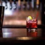 Vodka adalah salah satu jenis minuman beralkohol paling populer di dunia. Anda salah satu penggemarnya? Yuk, nikmati cara lain menikmati minuman vodka agar rasanya terasa semakin nikmat. BP-Guide punya rekomendasinya untuk Anda.
