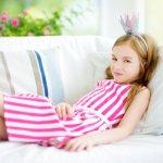 小学4年生の女の子の誕生日には、おしゃれを楽しむことができるアイテムや、毎日使用できるアイテムのプレゼントが人気です。今回は、小学4年生の女の子に喜ばれる誕生日プレゼント「2021年最新版」をランキング形式で、選び方や予算などとあわせてご紹介します。
