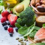 Salah satu cara menjaga kesehatan adalah dengan mengonsumsi makanan yang sehat. Makanan rendah lemak sangat dianjurkan karena bisa memelihara kesehatan. Makanan rendah lemak cukup mudah didapatkan. Apa sajakah itu?