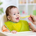 Zaman sekarang serba instan, termasuk untuk camilan bayi. Namun, adakalanya bayi Anda tidak bisa menerima camilan instan tersebut. Agar lebih aman dan terjaga nutrisinya, yuk buat sendiri camilan bayi di rumah.