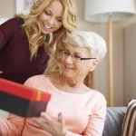 義理の祖母への誕生日のプレゼントは、気を遣ってしまい何を選べば良いかわからないという方も少なくありません。そこで今回は【2018年最新版】義理の祖母の誕生日プレゼントにおすすめなアイテム12点を、ランキング形式でご紹介します。あわせて、義理の祖母に人気の誕生日プレゼントの特徴や選び方、予算などを解説するので、ぜひ参考にしてください。