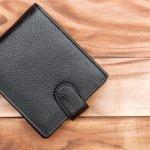 コンパクトな二つ折り財布は、使い勝手が良くアクティブな男子高校生におすすめです。そこで今回は、メンズ二つ折り財布の人気ブランドをランキング形式でご紹介します。ベストプレゼント編集部がwebアンケート調査などを元に厳選したブランドが満載です。ぜひ参考にして、自分にぴったりの二つ折り財布を見つけてください。