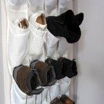 Masing-masing kita memiliki lebih dari 1 pasang sepatu karena beda kegiatan, beda pula sepatu yang akan dipakai. Hal ini menyebabkan koleksi sepatu makin bertambah sehingga kita pun membutuhkan tempat penyimpanan sepatu agar semua sepatu awet. Nah, simak yuk, cara menyimpan sepatu yang benar dan rekomendasi gantungan sepatu yang bisa kamu miliki!