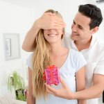 Saat hari ulang tahun pernikahan, Anda pasti ingin memberikan hadiah istimewa untuk istri tercinta. Tak perlu bingung karena BP-Guide memberikan beberapa rekomendasi dan tips memilih hadiah untuk istri yang bisa Anda ketahui. Selamat membaca!