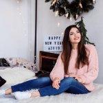 Mengenakan sweater saat musim hujan atau musim dingin memang sangat nyaman apalagi kalau sweater yang dikenakan punya warna yang cantik dan manis. Seperti beberapa rekomendasi sweater pink dan padu padan keren pilihan BP-Guide berikut!