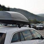 Roof rack alias rak mobil atas tentu akan sangat berguna jika Anda ingin bepergian. Namun, pemasangannya sedikit banyak berpengaruh pada aerodinamis mobil. Rak ini bisa menahan terpaan angin saat mobil melaju. Ini akan membuat konsumsi bahan bakar akan lebih boros. Jadi, perhatikan bentuk rak yang akan dipasang agar tidak menghalangi laju mobil, ya. Nah, cek rekomendasi rak mobil terbaik dari kami!