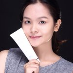 Wanita Korea terkenal karena kecantikannya yang natural dan kulitnya yang terlihat seperti salju. Kalau ingin tampil seperti wanita Korea, kamu bisa coba rangkaian produk perawatan wajah ala Korea berikut ini!