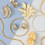 Perhiasan merupakan aksesori yang wajib dikenakan wanita untuk segala momen. Ada banyak jenis dan model perhiasan yang dapat dijadikan pilihan. Di artikel ini akan diulas beberapa rekomendasi model perhiasan model terbaru yang kekinian jika Anda pakai untuk keseharian. Simak saja artikel persembahan dari BP-Guide berikut ini.