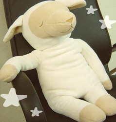 羊の抱き枕、メルくん