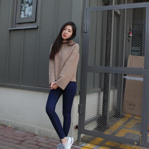 Bukan Hanya Musik K-pop yang Jadi Tren, 11 Model Celana K-pop Ini Siap  Bikin Tampilanmu Makin Hits dan Kekinian