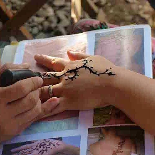 Mau Jadi Henna Artist Pastikan 10 Rekomendasi Peralatan Ini Kamu Miliki Ya
