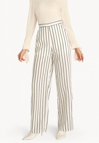 10 Rekomendasi Celana Bermotif Garis yang Oke Ini Memudahkan Anda untuk  Tampil Keren