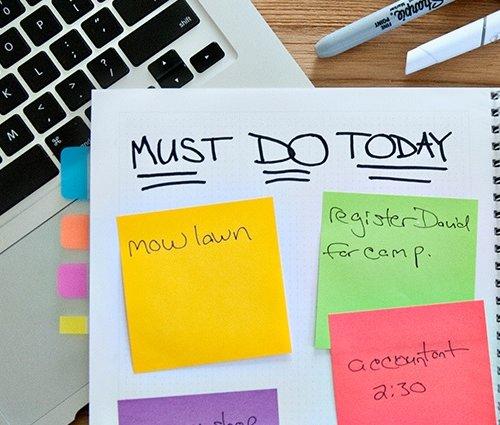 Segarkan Kembali Semangat Kerja Kamu dengan 10+ Tips Mudah Menghias Meja  Kantor dan Rekomendasi 4 Hiasan Meja Kantor Berikut Ini