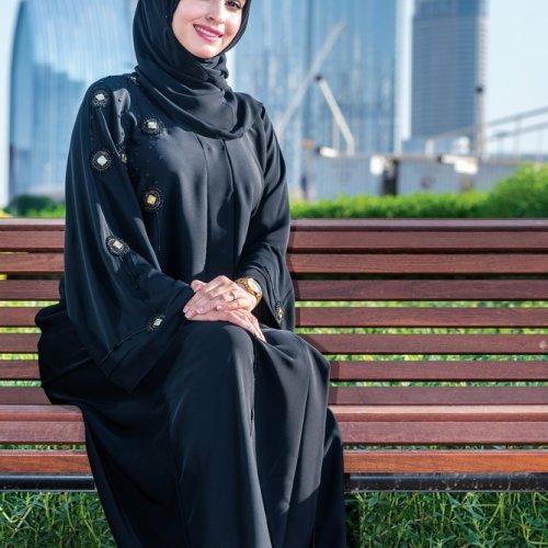 10 Rekomendasi Baju Muslim Berwarna Hitam Yang Membuat Penampilan Tampak Anggun Dan Mempesona