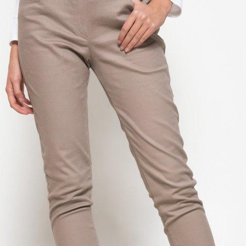 Intip 10 Model Celana Yang Cocok Untuk Kamu Si Tubuh Pendek