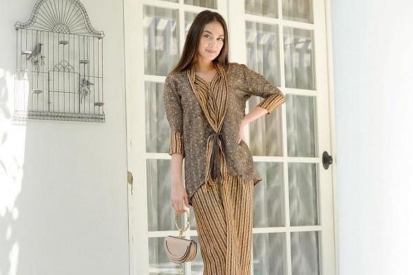 Stylish Dan Edgy Intiplah 9 Rekomendasi Blazer Batik Untuk Wanita