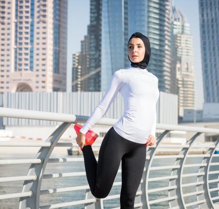 9 Rekomendasi Celana Lari Wanita Muslim Untuk Tetap Keren Saat Berolahraga 2020