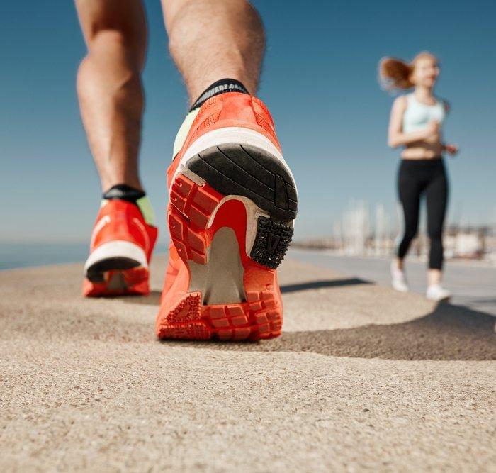 Cara Memilih Sepatu Lari Oke Dan 10 Rekomendasi Sepatu agar Larimu Makin  Kencang 8a094d39dc