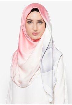 Elegan Dan Feminin Dengan Jilbab Satin Ini Dia 10 Rekomendasi Yang