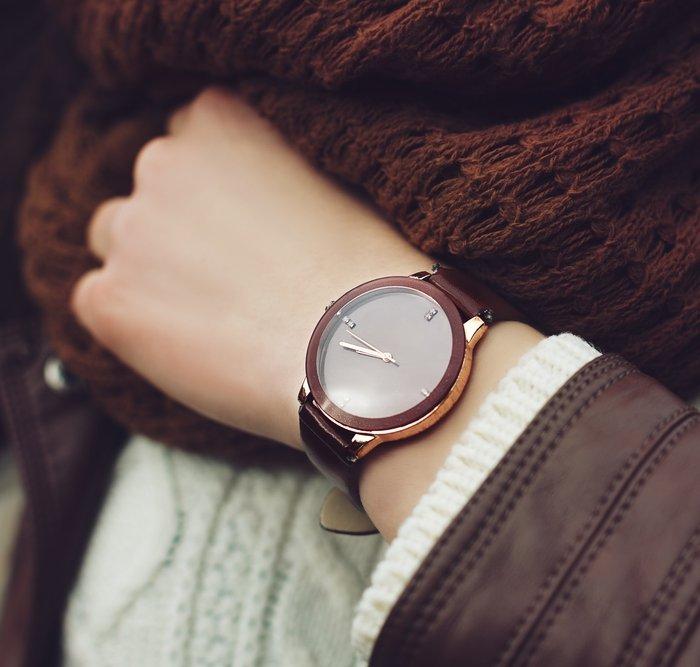 Mau Keren  Ini Nih 10 Rekomendasi Jam Tangan Wanita Kulit dan Cara  Merawatnya b6be1f910f