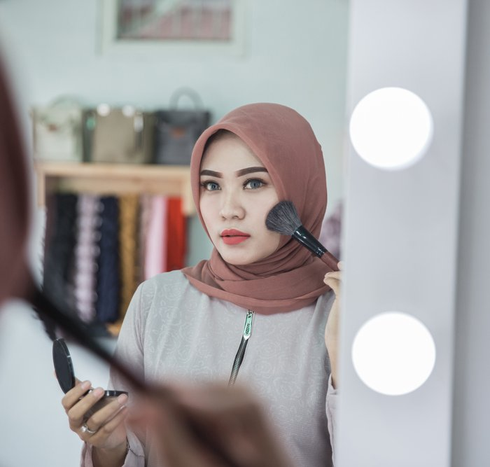 Cantik Dengan Makeup Hijab Dan 5 Rekomendasi Tutorial Makeup Hijab Dari Para Beauty Vlogger Yang Bisa Jadi Inspirasi 2018