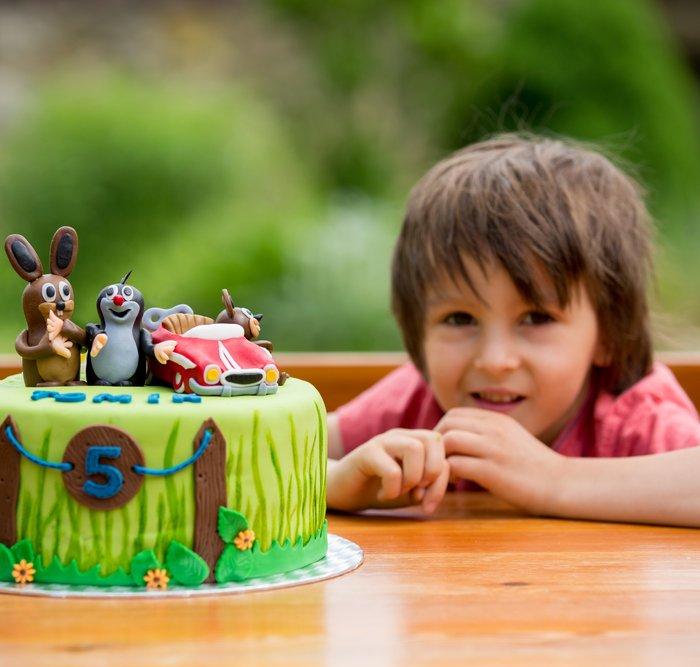 Ulang Tahun Si Kecil Sudah Dekat Ini 10 Rekomendasi Kue Ulang Tahun Untuk Anak Laki Laki Sesuai Kegemarannya