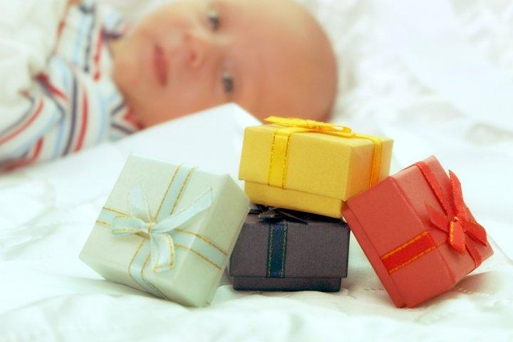 予算2000円で選ぶ出産祝いプレゼント 人気のランキング2019!おむつケーキや絵本などのおすすめを紹介