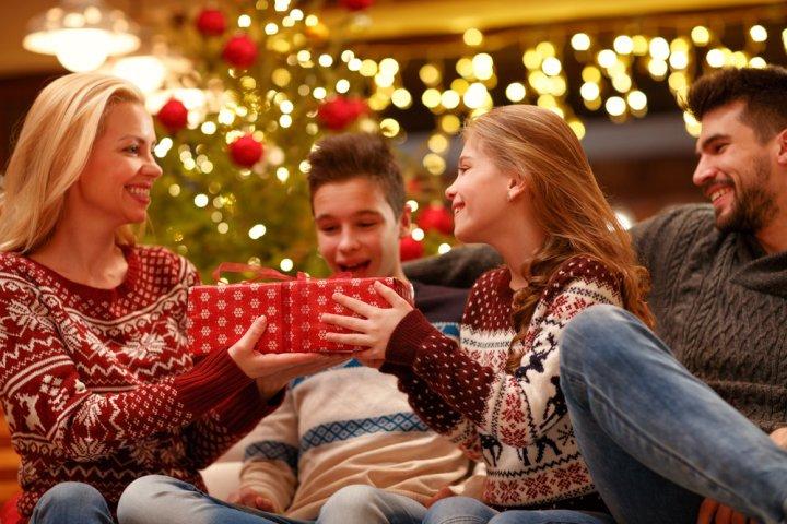 両親に人気のクリスマスプレゼント10選!予算や喜ばれるメッセージ文例も紹介!