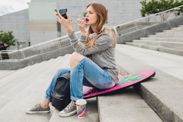 女子大学生に人気のブランド化粧品ランキングTOP12!ジルスチュアートやコフレドールなどのおすすめプレゼントを紹介