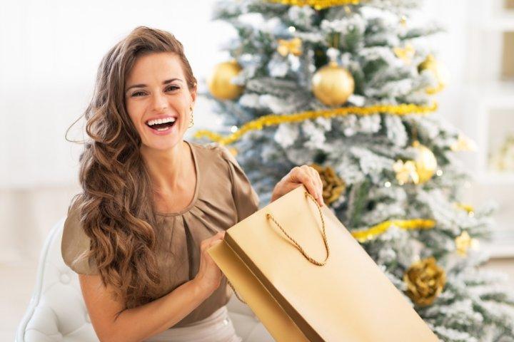 女性が喜ぶクリスマスプレゼント 人気ランキング22選!女友達や20代・30代・40代など贈る相手別のおすすめギフトも紹介!
