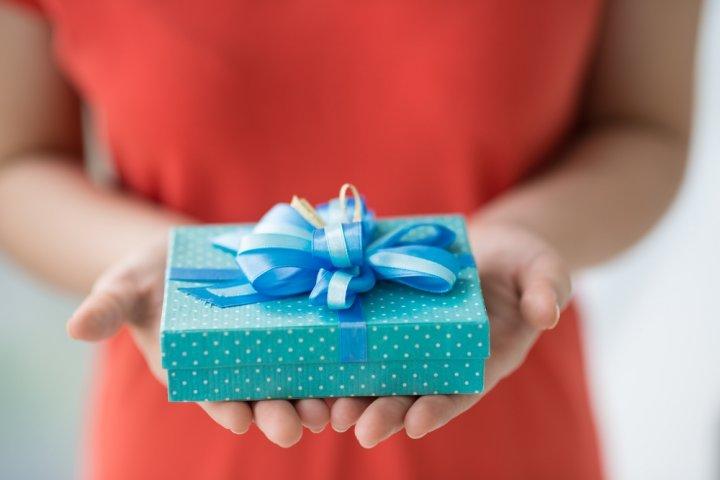 高校生の彼氏の誕生日に喜ばれる3000円のプレゼント人気ランキング2020!ブレスレットやペンケースがおすすめ