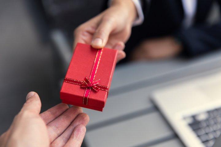 職場の人へ贈るのに最適なプチギフト 人気&おすすめ25選!【2021年最新】