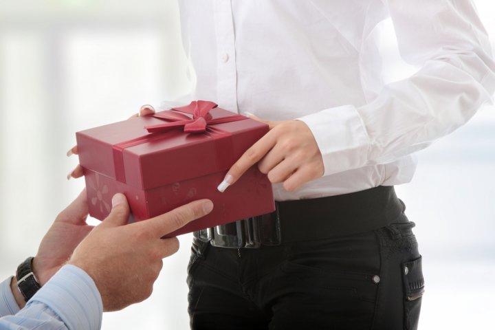 職場で喜ばれるバレンタインのプレゼント 人気&おすすめ24選!【2021年最新】