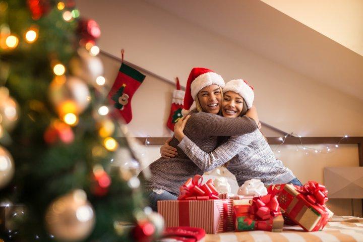 大学生の女友達に人気のクリスマスプレゼントランキング2019!予算相場や喜ばれるメッセージ文例も紹介!