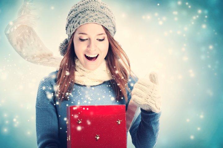 女子大学生の彼女や友達に人気のクリスマスプレゼントランキング2019!予算相場や喜ばれるメッセージ文例も紹介!