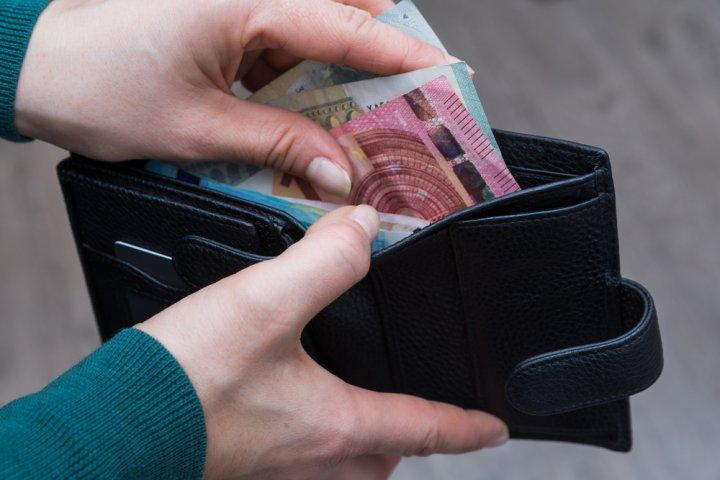 50代女性に人気の革・レザー製レディース二つ折り財布 おすすめブランドランキング37選【2021年版】