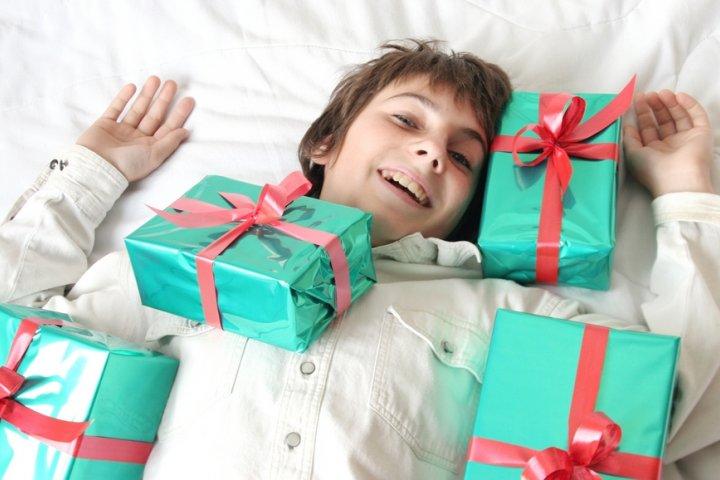 10代の彼氏や男友達に人気の誕生日プレゼントランキング2019!男性に喜ばれるメッセージ文例も紹介!