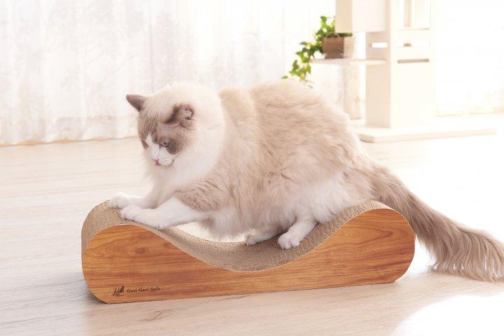 愛猫専用のソファ型クラウチングタイプの爪とぎ「ガリガリソファ スクラッチャー インテリア」の開発秘話を解明!|有限会社エイムクリエイツ