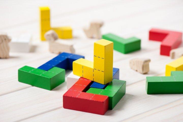 3歳の誕生日プレゼントに人気の知育玩具12選!パズル、ブロック、英語のおもちゃもおすすめ