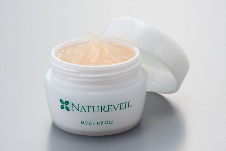 化粧品メーカースタッフ自らが肌の悩みを考えこだわった、1本4役の「ナチュアヴェール モイストアップジェル 60g」の開発秘話に密着|株式会社 地の塩社
