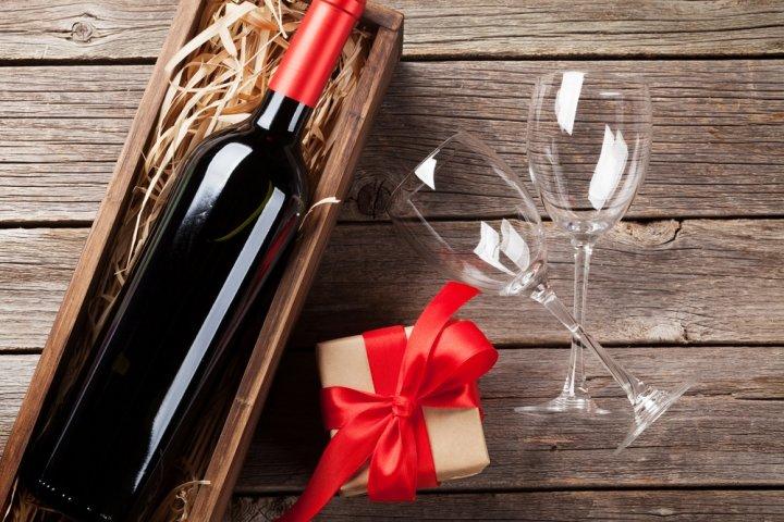 出産祝いのお返しに人気のお酒ギフト2021!名前入りや写真入りなら内祝いにぴったり!