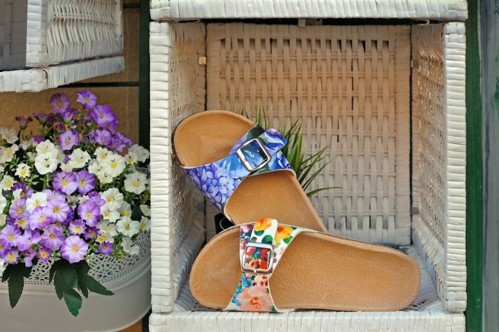 女性へのプレゼントに人気の花柄サンダル12選!ナイキやウェッジソールなどおすすめをご紹介