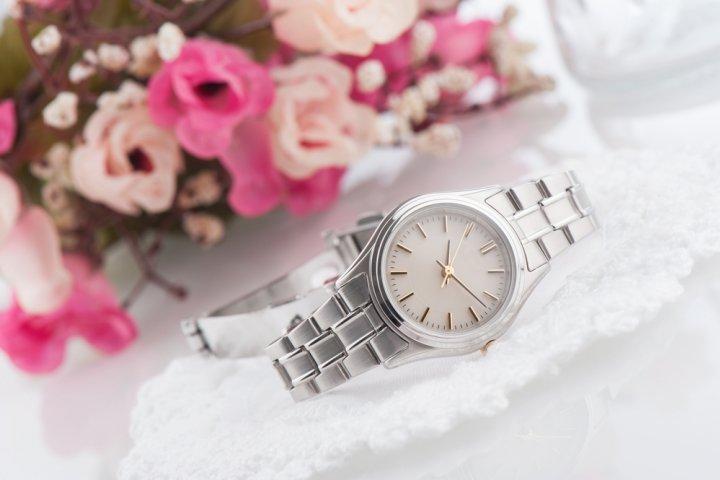 4fc39bdbe316 女性らしいシンプルな腕時計レディースブランド12選【2019年最新版 ...