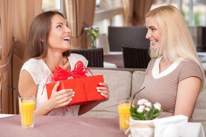 女友達の誕生日に喜ばれる1万円のプレゼント人気ランキング2019!ブレスレットなどがおすすめ