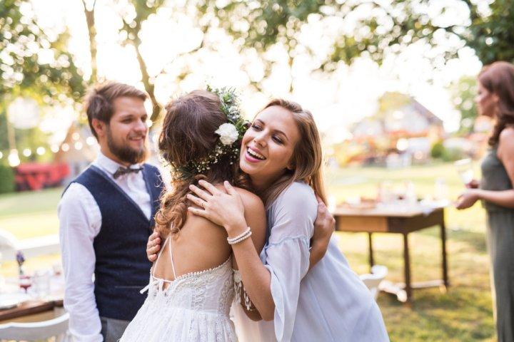 友人に喜ばれる結婚祝いガイド2019!親友、女友達、男友達への選び方や予算別の人気プレゼントをランキングで紹介